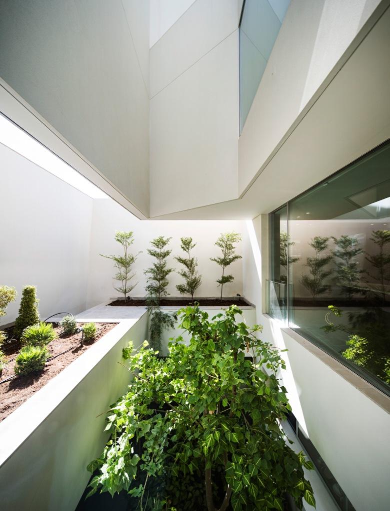 AGi-Architects_Wall-House_-Photo_9