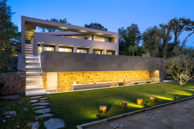 House L4 ▪ Ramatuelle, France by Vincent Coste Architects 01
