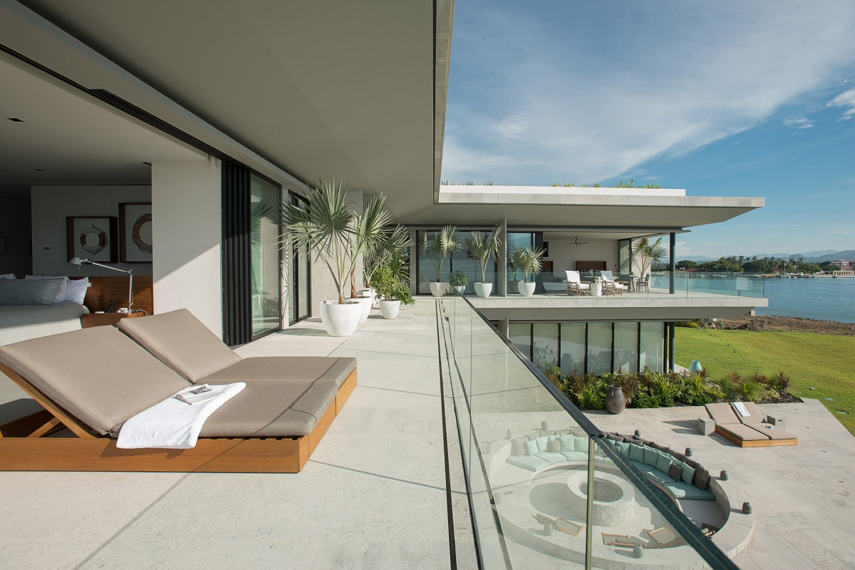Vallarta House by Ezequiel Farca + Cristina Grappin Design Studio
