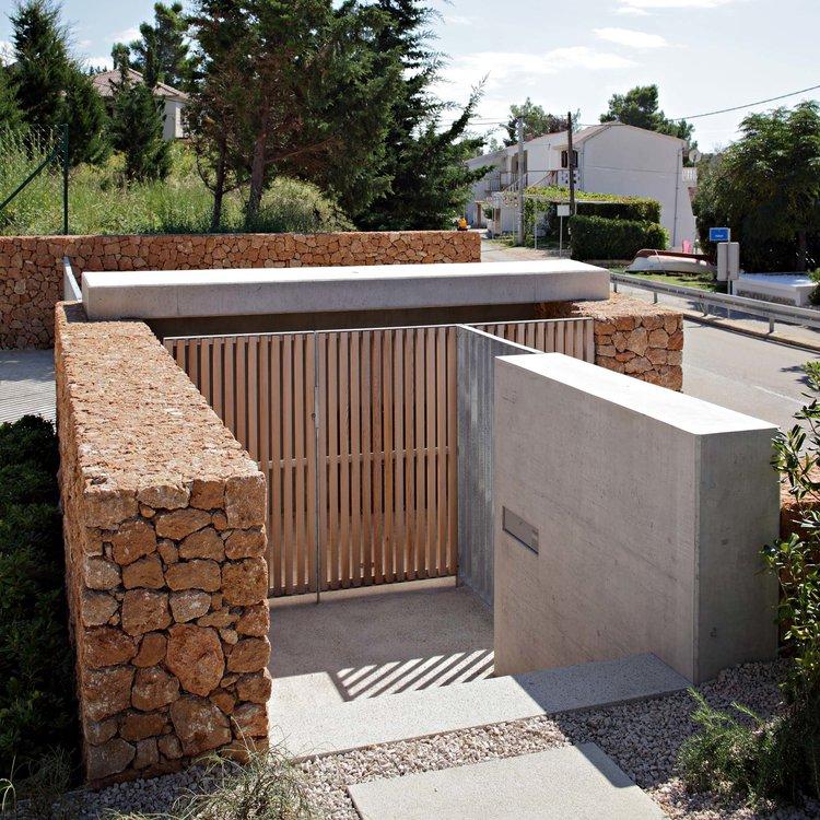 Olive House_mediterian garden by LOG-URBIS 10