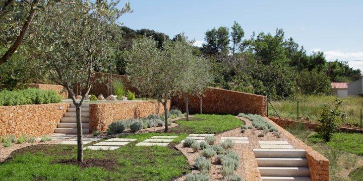 Olive House_mediterian garden by LOG-URBIS 12
