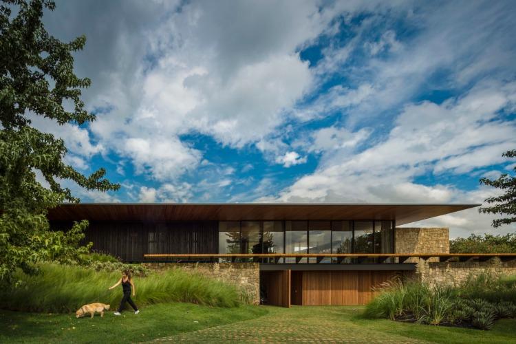 FL House by Jacobsen Arquitetura 01