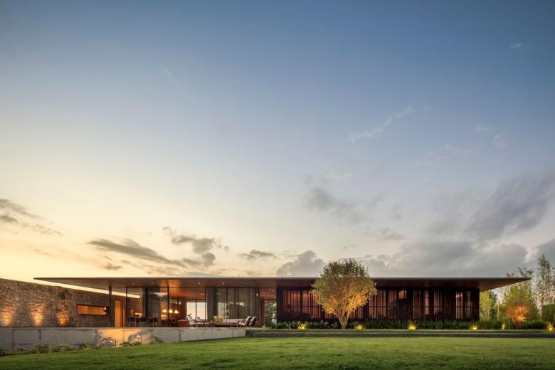 FL House by Jacobsen Arquitetura 02