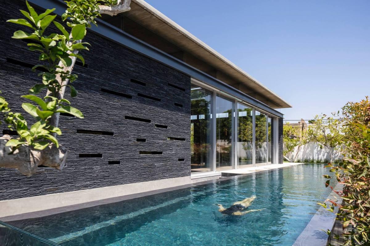 Pavilion House by Pitsou KedemArchitects
