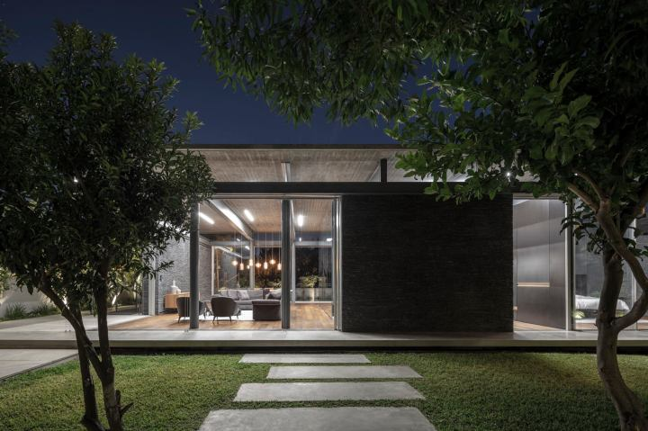 Pavilion House by Pitsou Kedem Architects 29