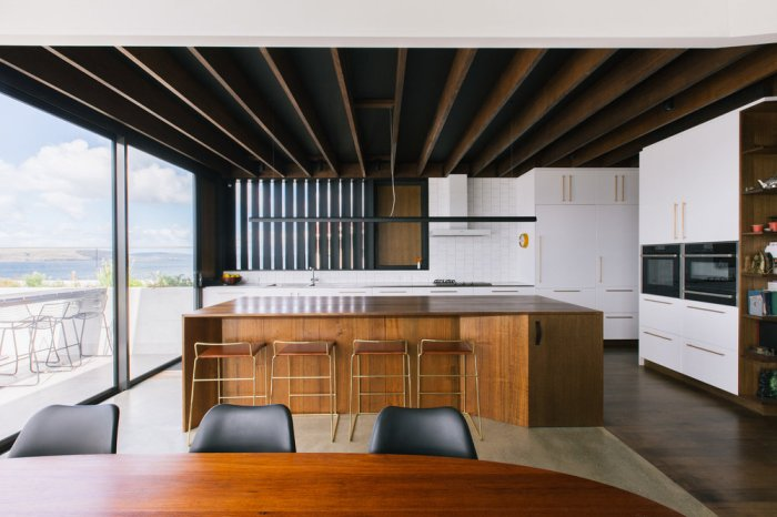 Sandy Bay House by Taylor and Hinds Architects 04