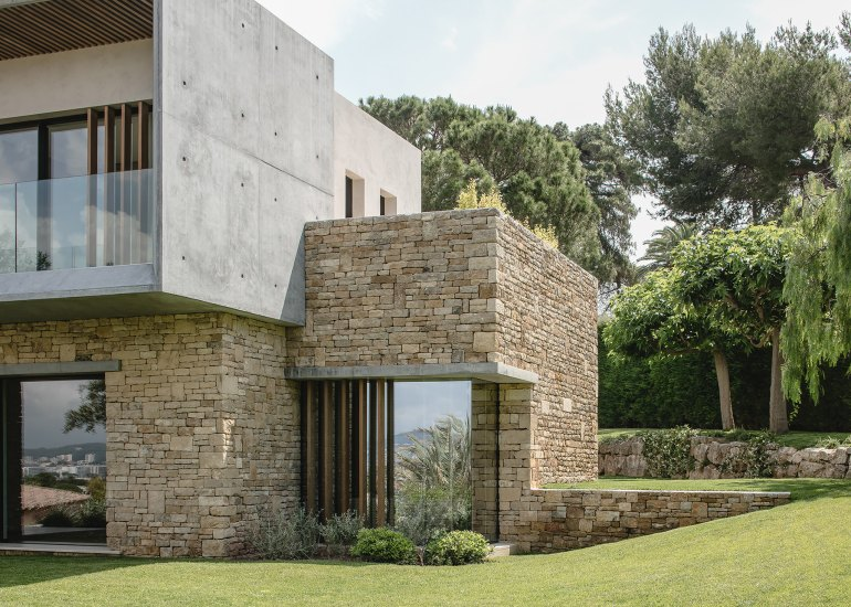 Villa Fidji by Caprini & Pellerin Architects 01