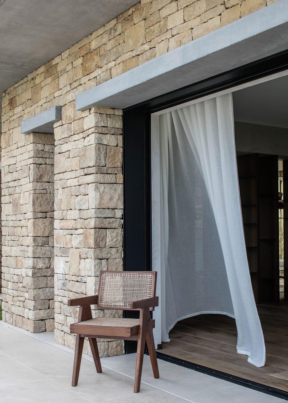 Villa Fidji by Caprini & Pellerin Architects 08