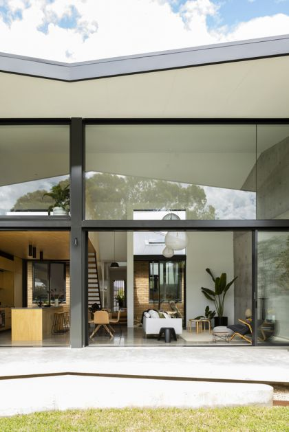 Binary House by Christopher Polly Architect 35
