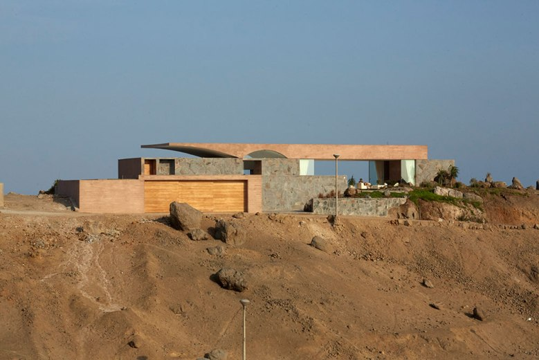 C3 House by Studio Barclay & Crousse 02
