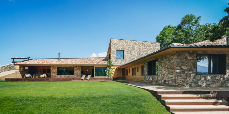 House in la Cerdanya by Dom Arquitectura 01