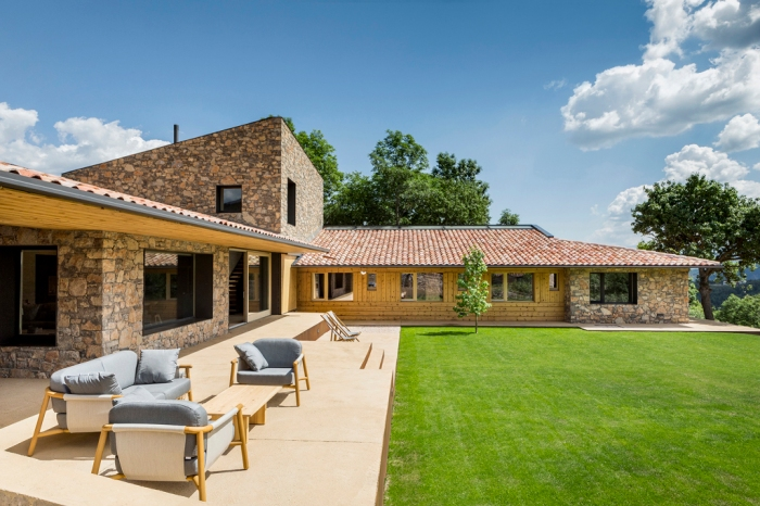 House in la Cerdanya by Dom Arquitectura 02