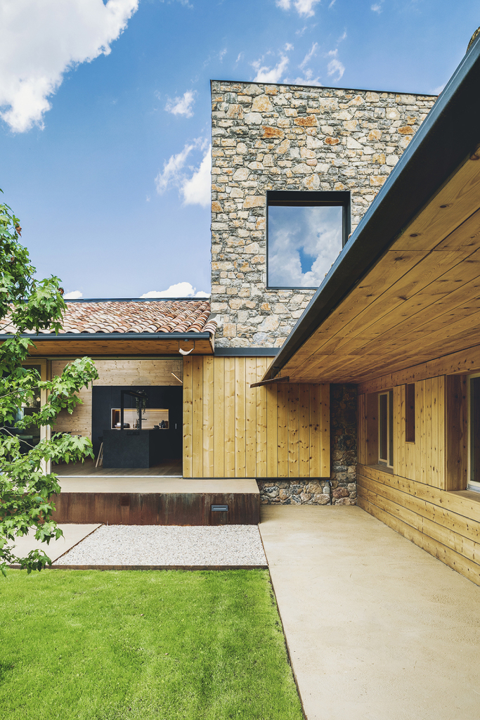 House in la cerdanya by dom arquitectura casalibrary - Dom arquitectura ...