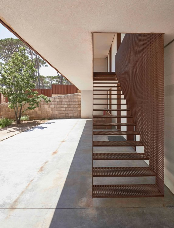 J House by Nabil Gholam Architects 17