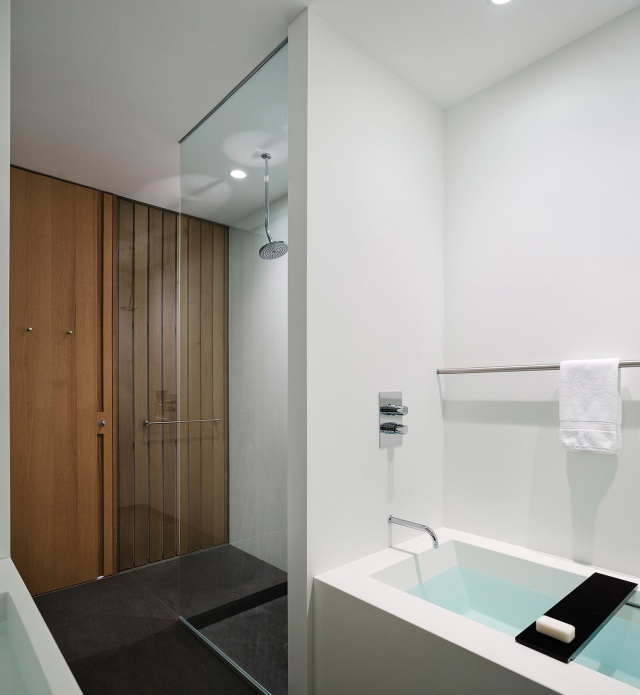 LM Guest House by Desai Chia Architects08