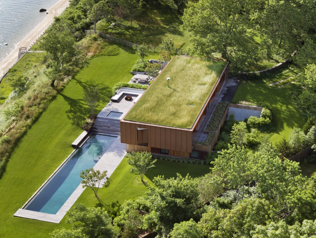 Peconic House by Studio Mapos