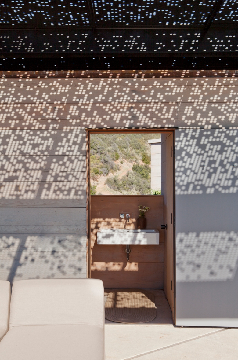 Toro Canyon House by Bestor Architecture 09