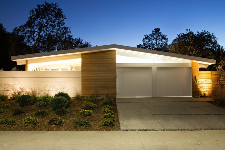 Truly Open Eichler House by Klopf Architecture 01