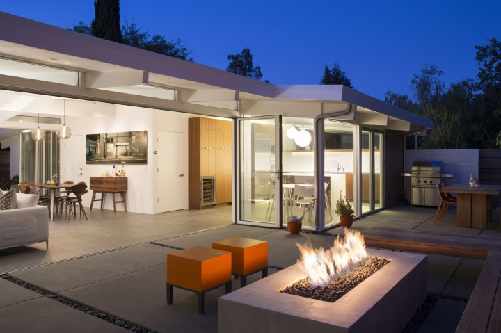 Truly Open Eichler House by Klopf Architecture 18