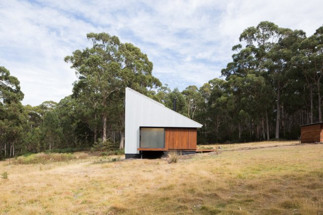 Bruny Island Hideaway by Maguire + Devine Architects 13