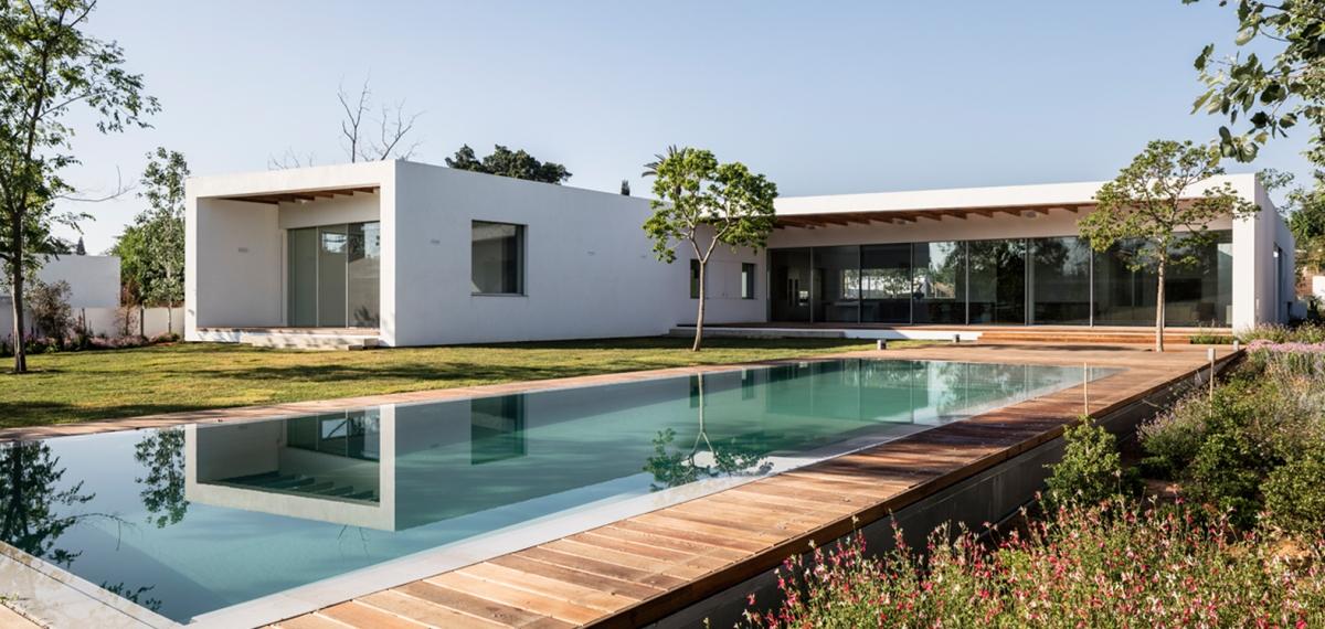 Z House by Ronnie AlroyArchitects