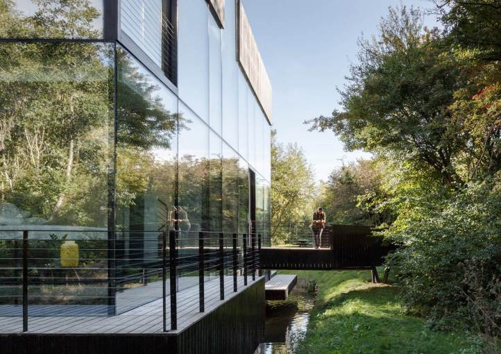 Glass Villa on the lake by Mecanoo Architects 01