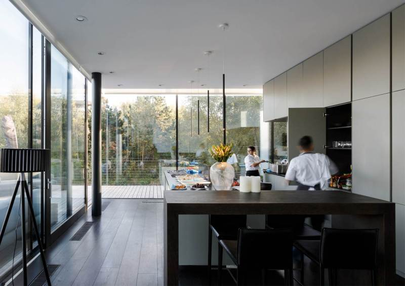 Glass Villa on the lake by Mecanoo Architects 07