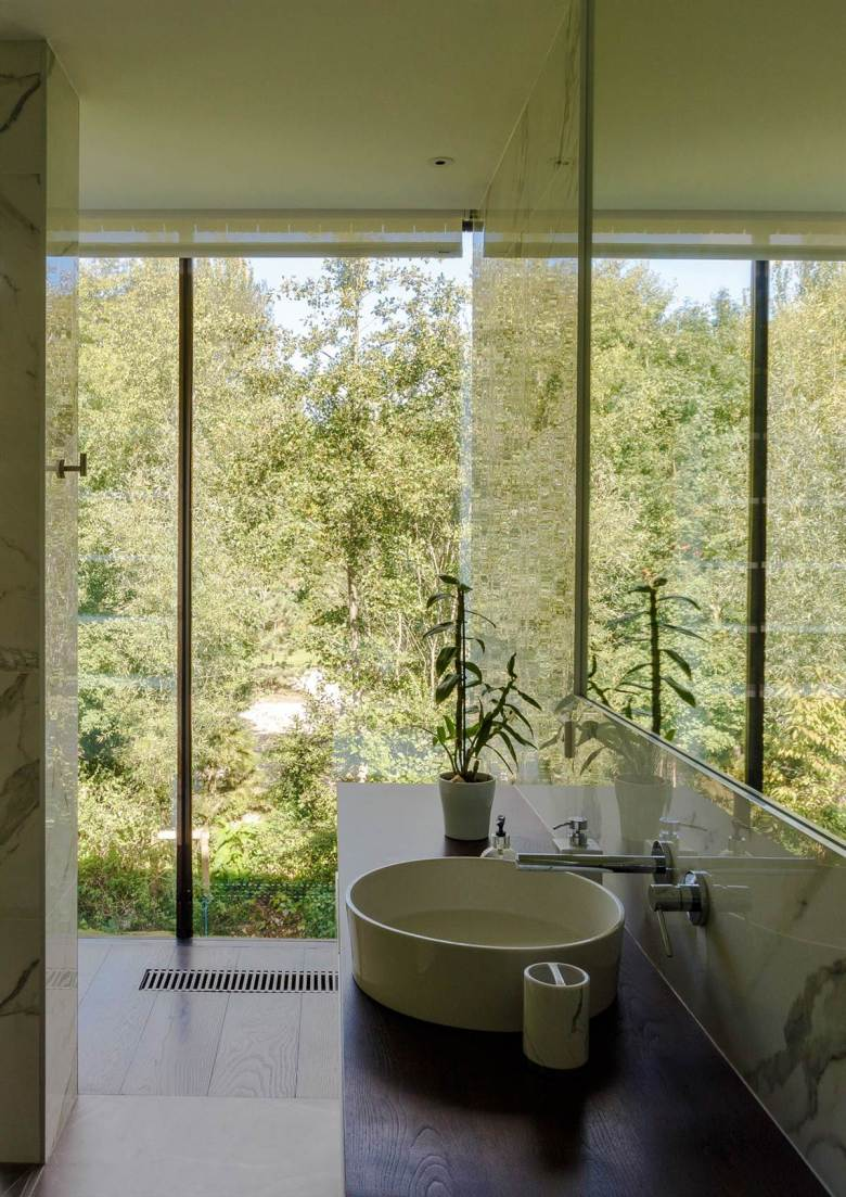 Glass Villa on the lake by Mecanoo Architects 10