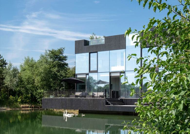 Glass Villa on the lake by Mecanoo Architects 11