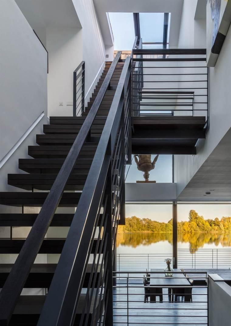 Glass Villa on the lake by Mecanoo Architects 13