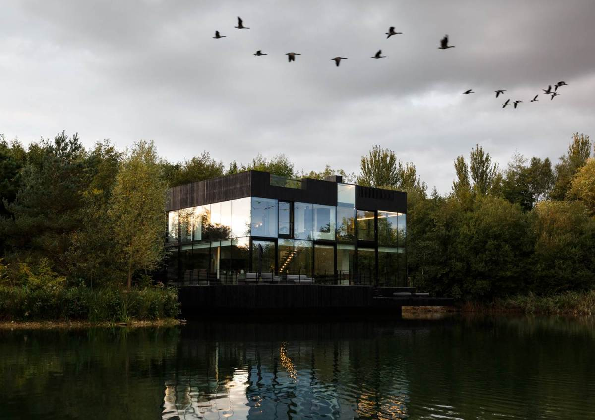Glass Villa on the lake by Mecanoo Architects