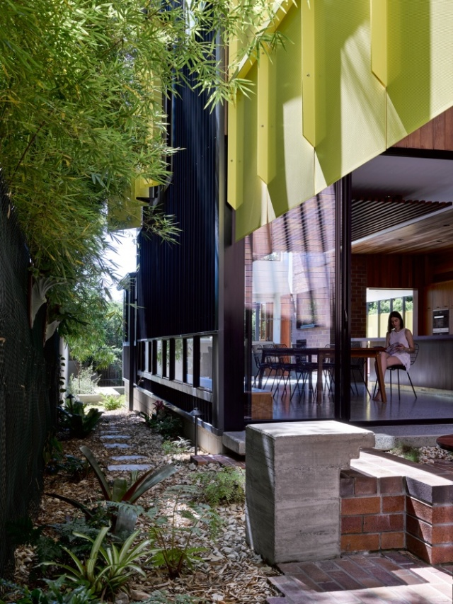 Tarragindi Steel House by Bligh Graham Architects 03