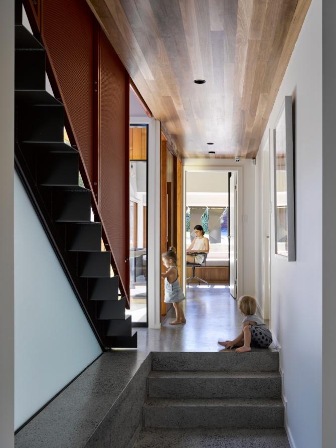 Tarragindi Steel House by Bligh Graham Architects 07