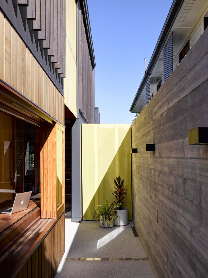 Tarragindi Steel House by Bligh Graham Architects 08