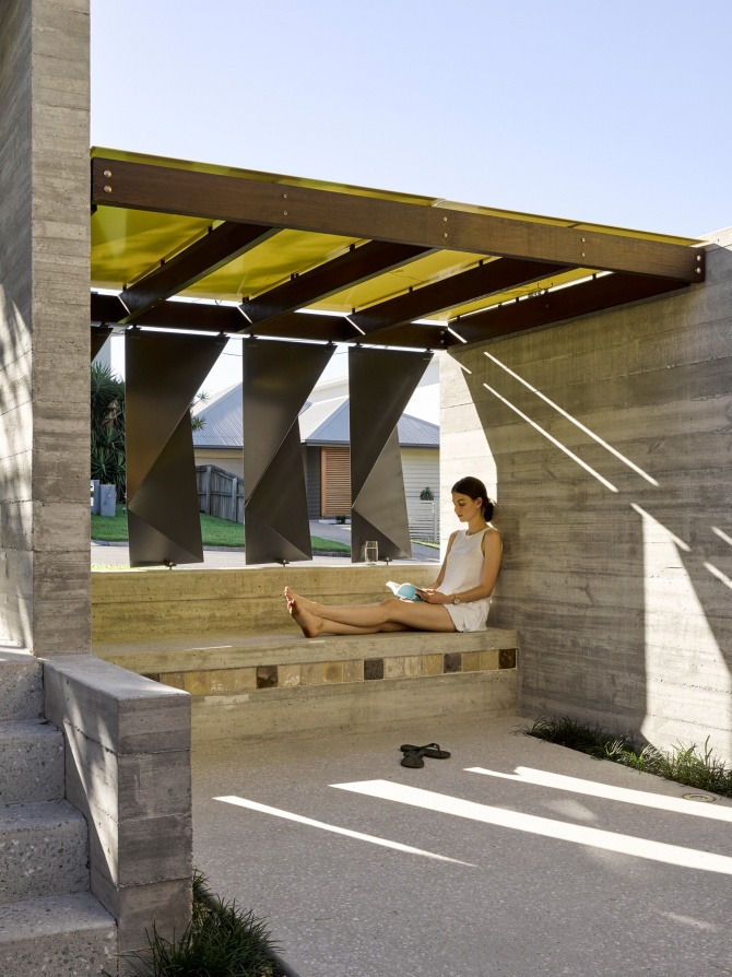 Tarragindi Steel House by Bligh Graham Architects 09