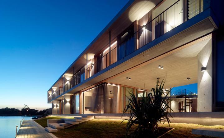 V_House by Shaun Lockyer Architects-05
