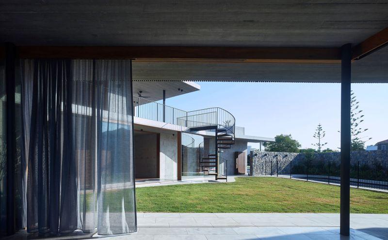 V_House by Shaun Lockyer Architects-07