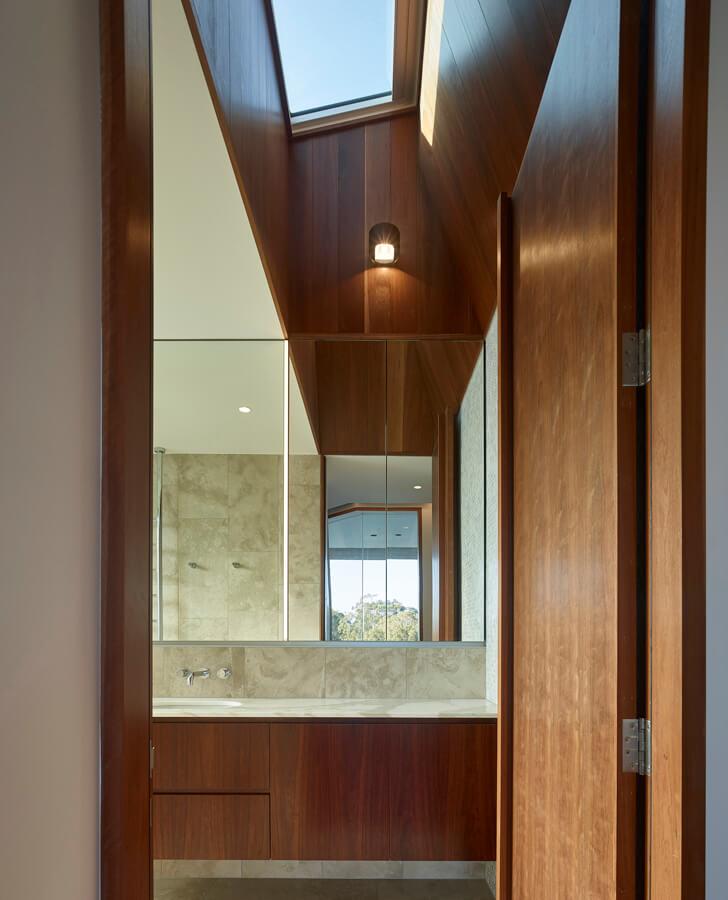 V_House by Shaun Lockyer Architects-17