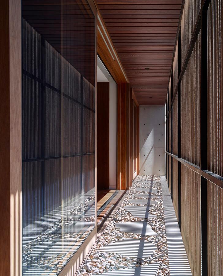 V_House by Shaun Lockyer Architects-19