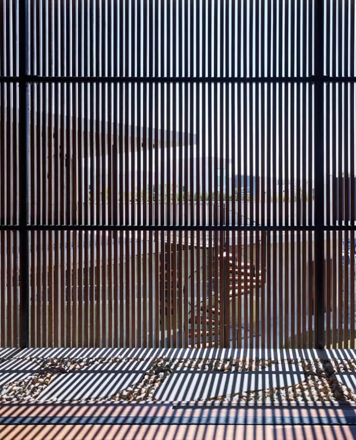 V_House by Shaun Lockyer Architects-20
