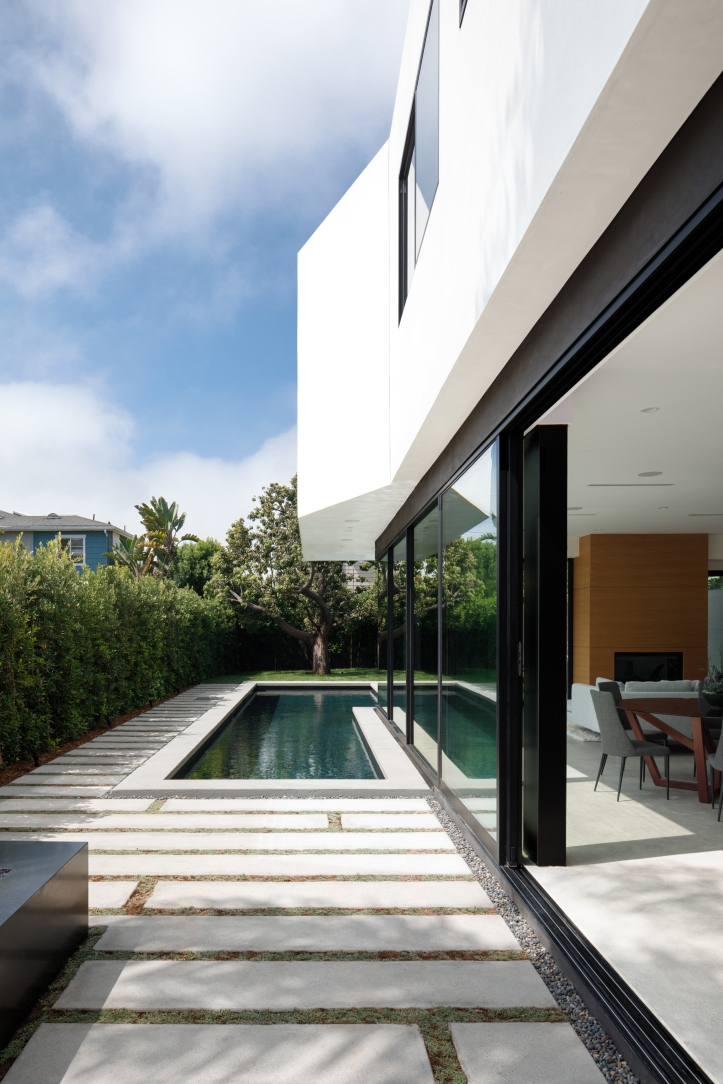 Venice Beach Residence by Griffin Enright Architects 02
