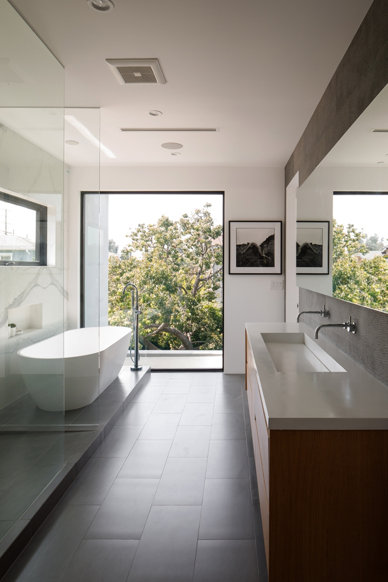 Venice Beach Residence by Griffin Enright Architects 10