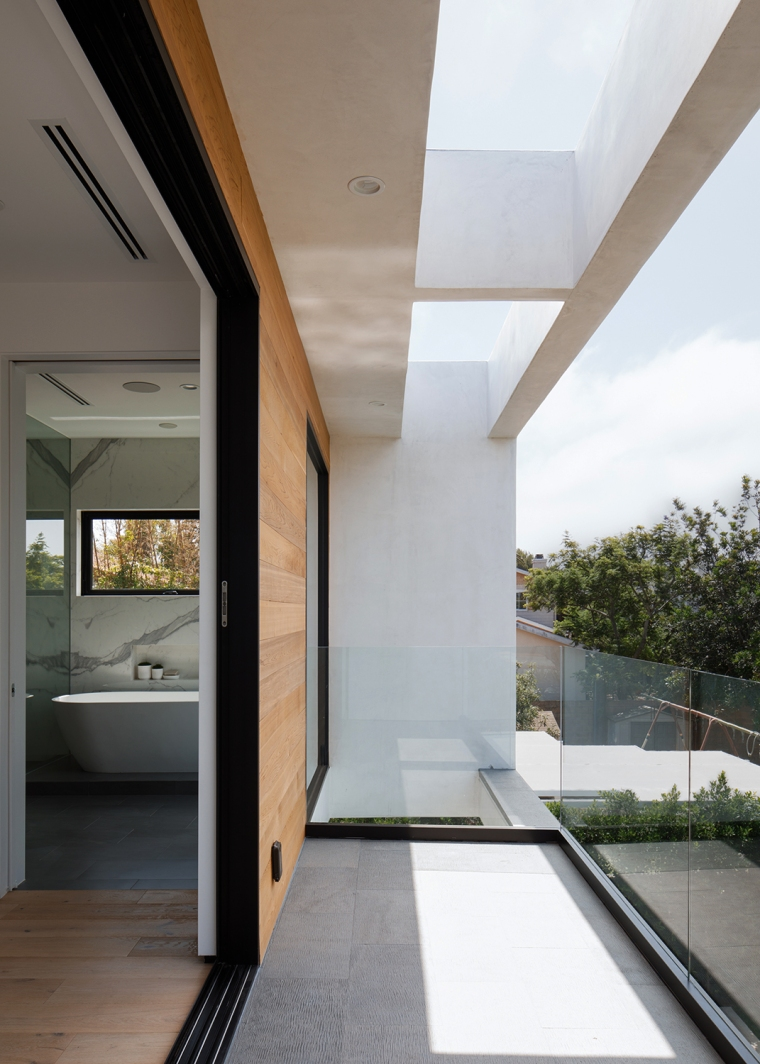 Venice Beach Residence by Griffin Enright Architects 11
