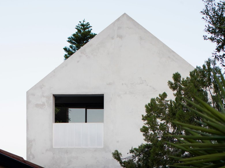 house a by whispering smith_02
